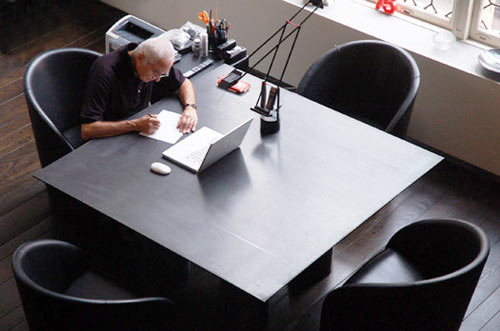Massimo-vignelli-desk